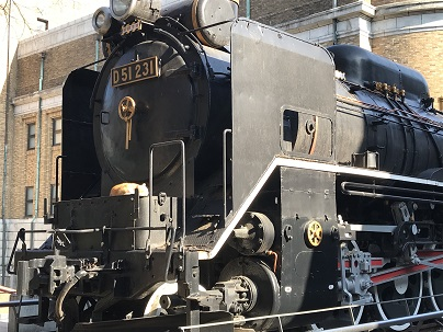 上野の機関車1.JPG